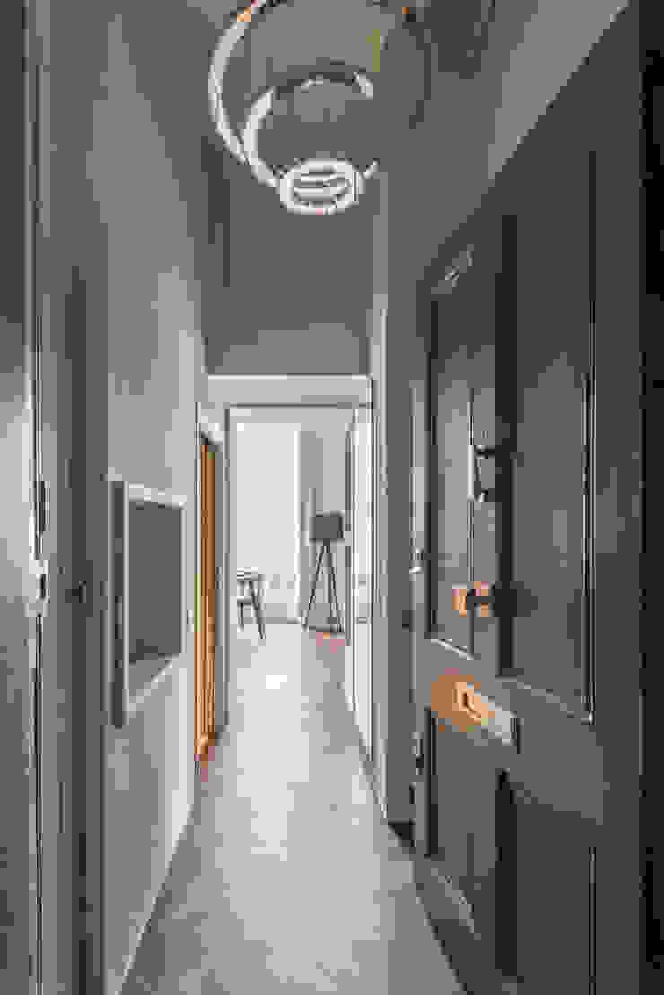Bachelor Pad – Hyde Park Prestige Architects By Marco Braghiroli Pasillos, vestíbulos y escaleras de estilo clásico