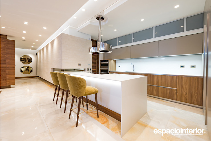EspacioInterior Built-in kitchens Engineered Wood Brown