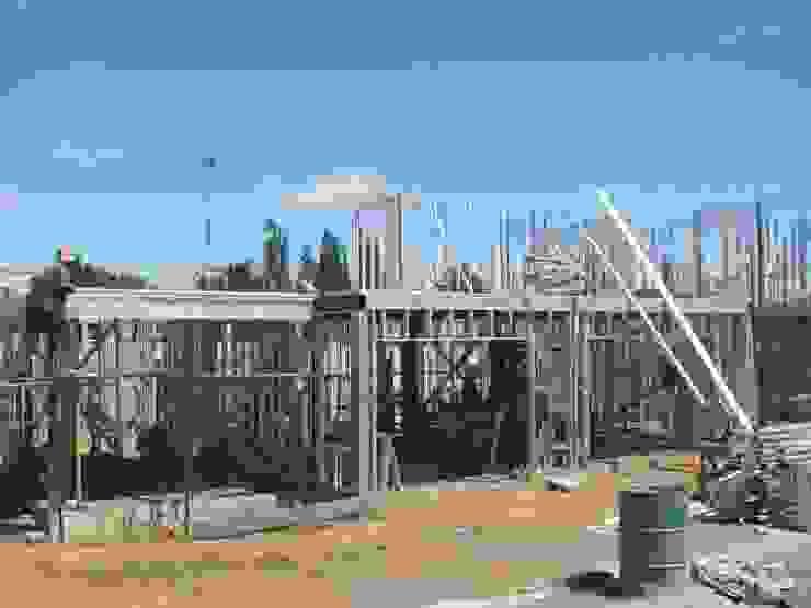 Vivienda Unifamiliar Temuco Portal de la Frontera de AEG Arquitectura, Asesoría y Construcción. Mediterráneo Hierro/Acero