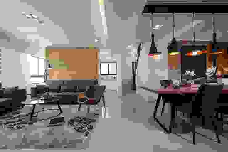 客廳 现代客厅設計點子、靈感 & 圖片 根據 見本設計 現代風