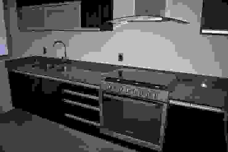 Moderne Küchen von CONSTRUCTORA ARQOCE Modern