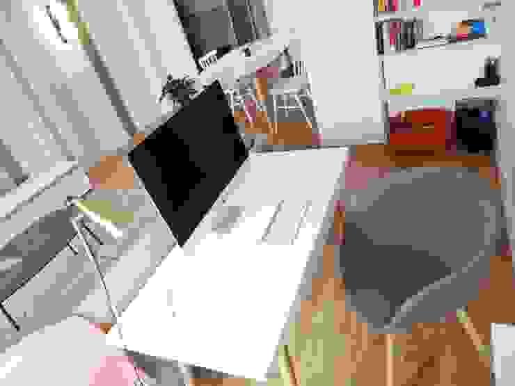 Sandrine Carré Ruang Studi/Kantor Gaya Skandinavia