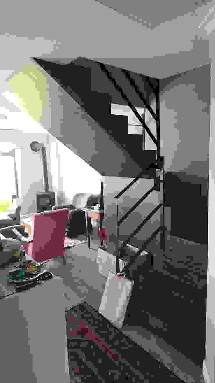 Acorn Close Modern living room by Alex Jordaan Construction Modern