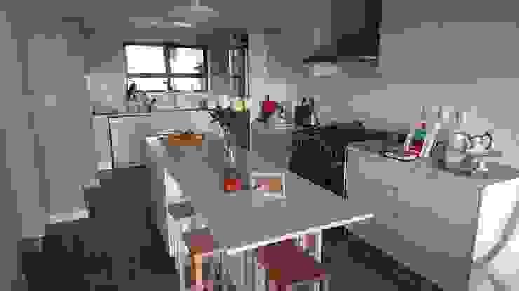 Acorn Close Modern kitchen by Alex Jordaan Construction Modern