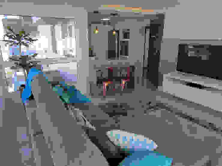COB Arquitetura Industrial style living room