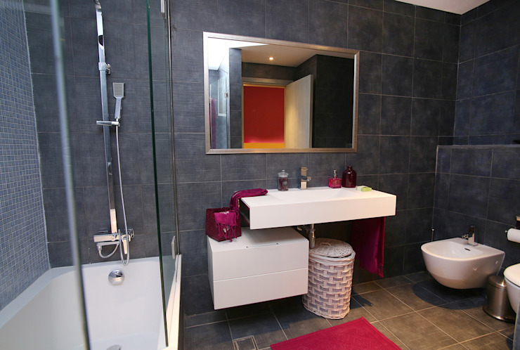 Bathroom تنفيذ Paradigm Design House,