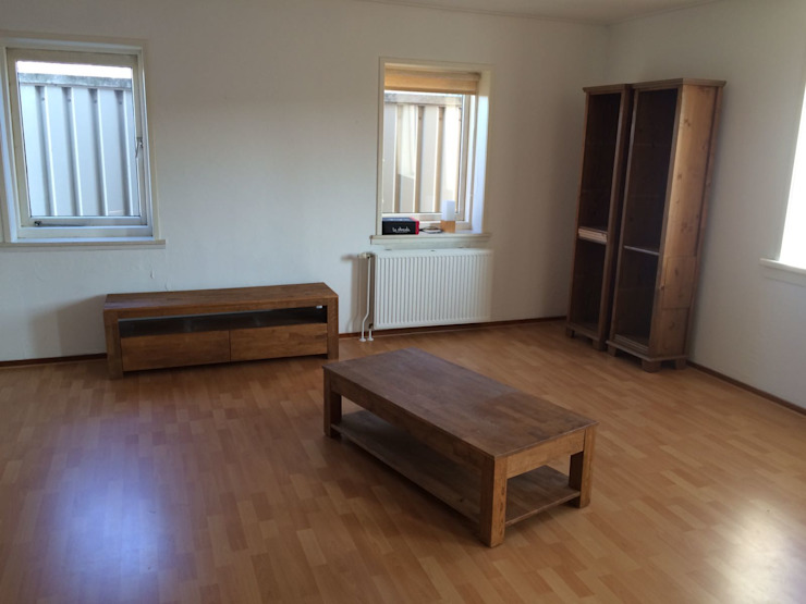 before with old furniture Moderne woonkamers van Miranda Home Staging and Photography Modern