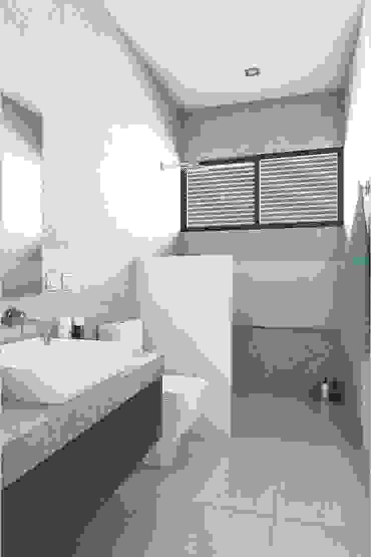 Modern bathroom by Taller Veinte Modern