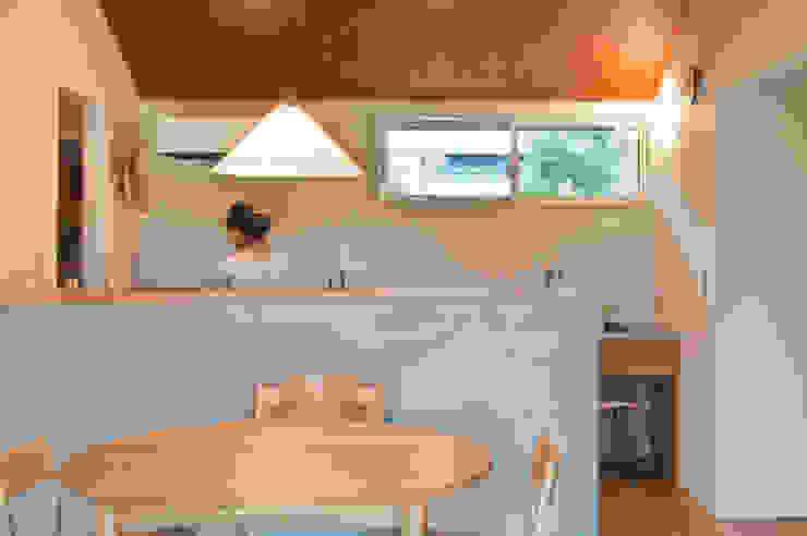Cocinas de estilo  por 横山浩之建築設計事務所