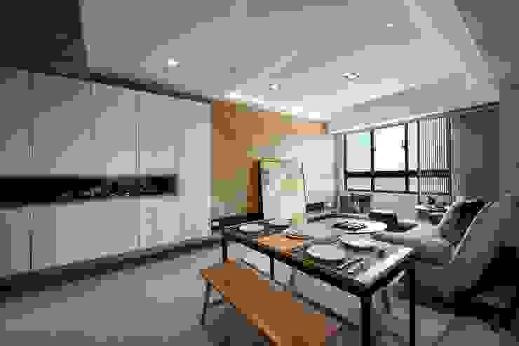 餐廳與客廳 根據 見本設計 現代風