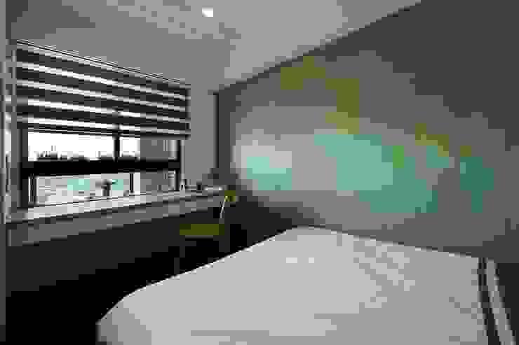臥室B Modern Bedroom by 見本設計 Modern