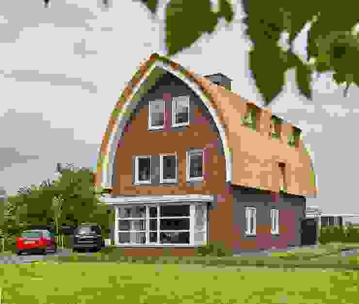 Jaren 30 woning met riet Landelijke huizen van Brand I BBA Architecten Landelijk
