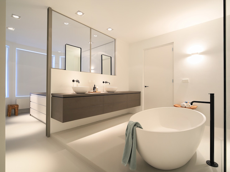 Modern style bathrooms by Koen Timmer Modern