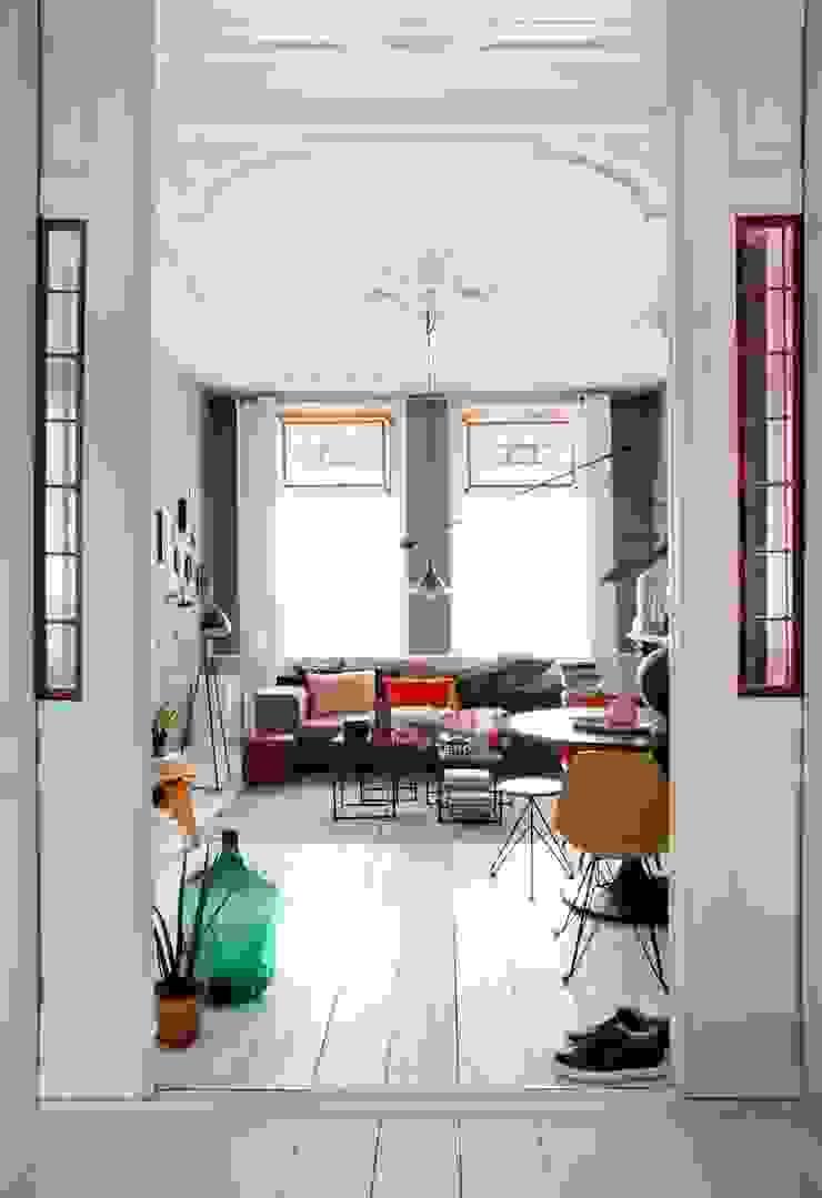 에클레틱 거실 by FORM MAKERS interior - concept - design 에클레틱 (Eclectic) 철근 콘크리트