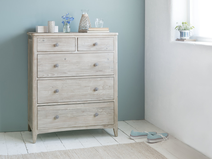 Driftwood chest of drawers Modern style bedroom by Loaf Modern