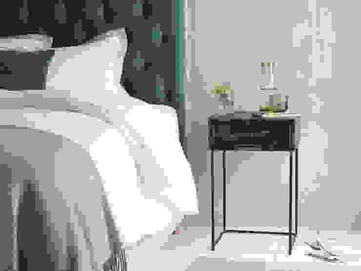 Soot side table Chambre moderne par Loaf Moderne