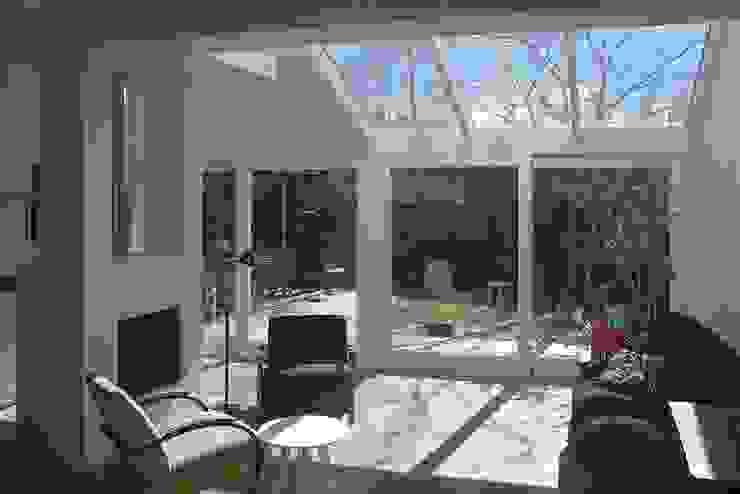 interieur uitbreiding Moderne woonkamers van Studio Blanca Modern Glas