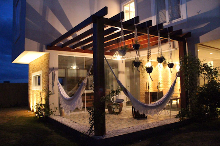Balcones y terrazas de estilo moderno de Opus Arquitetura e Urbanismo Moderno
