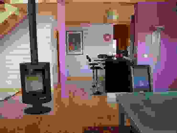 Salas de jantar modernas por homify Moderno Madeira Acabamento em madeira