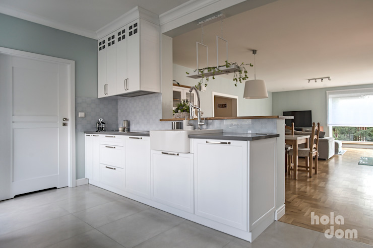 HOLADOM Ewa Korolczuk Studio Architektury i Wnętrz Built-in kitchens Solid Wood White