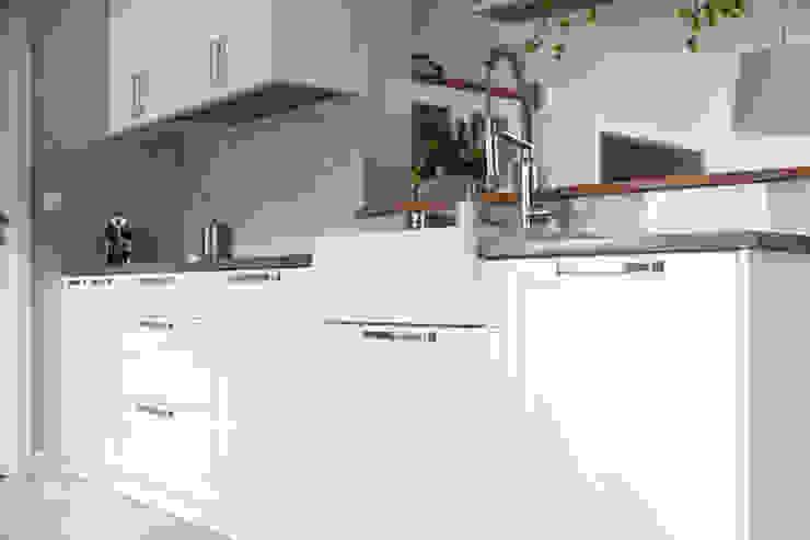 HOLADOM Ewa Korolczuk Studio Architektury i Wnętrz Kitchen Wood White