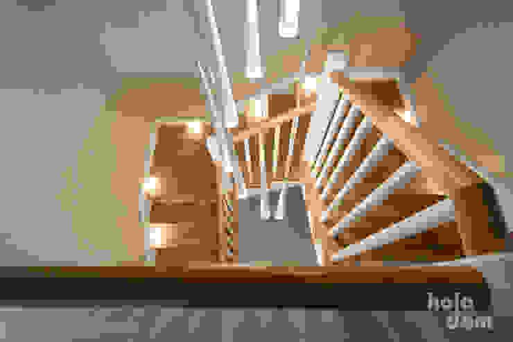 HOLADOM Ewa Korolczuk Studio Architektury i Wnętrz Scandinavian style corridor, hallway& stairs