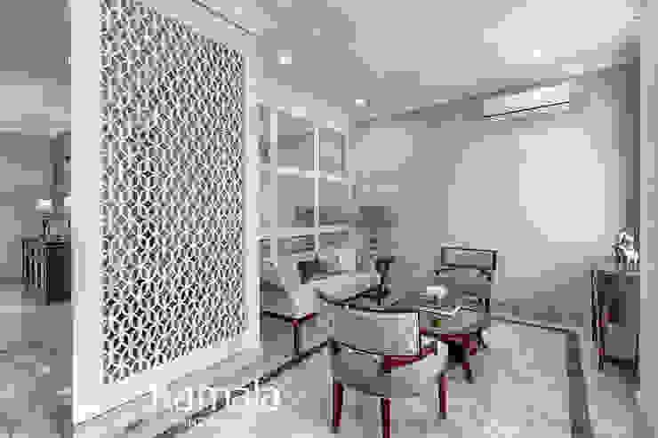 American Classic home Ruang Keluarga Klasik Oleh Kamala Interior Klasik