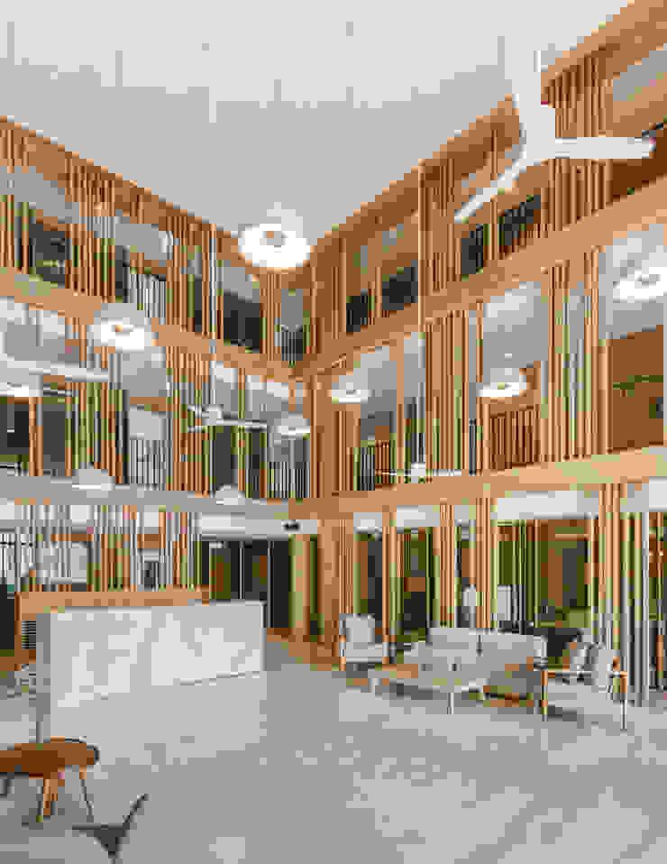 Mii Hotel Lobby โดย บริษัท เพอเซพชั่น สตูดิโอ จำกัด โมเดิร์น