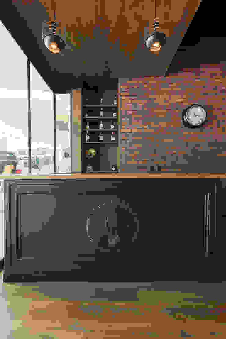Counter Lord Barber Medellin Galerías y espacios comerciales de estilo rústico de Adrede Diseño Rústico Madera Acabado en madera