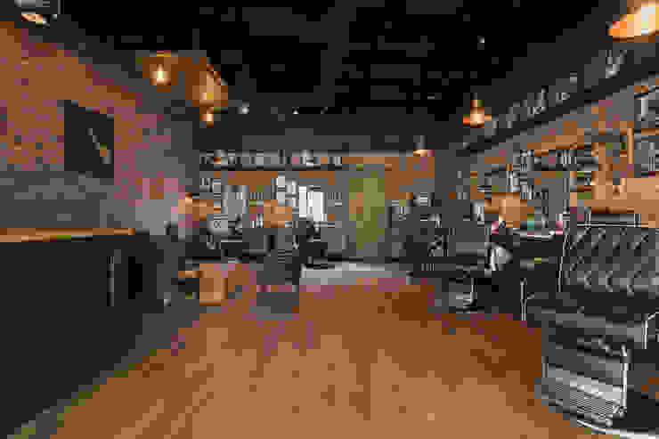 Lord Barber Medellín Galerías y espacios comerciales de estilo rústico de Adrede Diseño Rústico Hierro/Acero