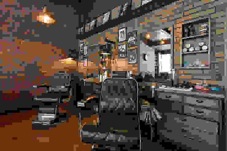 Sillas barbero Galerías y espacios comerciales de estilo rústico de Adrede Diseño Rústico Madera Acabado en madera