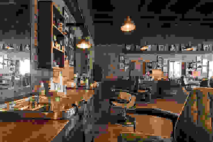 decoracion barberia Galerías y espacios comerciales de estilo rústico de Adrede Diseño Rústico Madera Acabado en madera