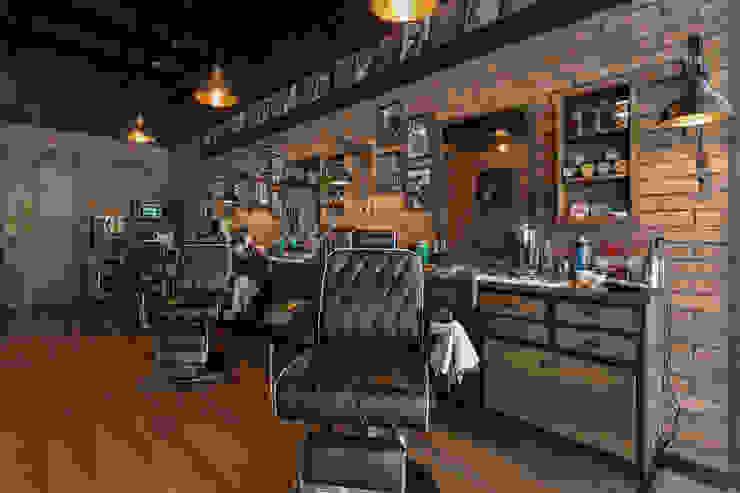 Sillas de trabajo Galerías y espacios comerciales de estilo rústico de Adrede Diseño Rústico Madera Acabado en madera