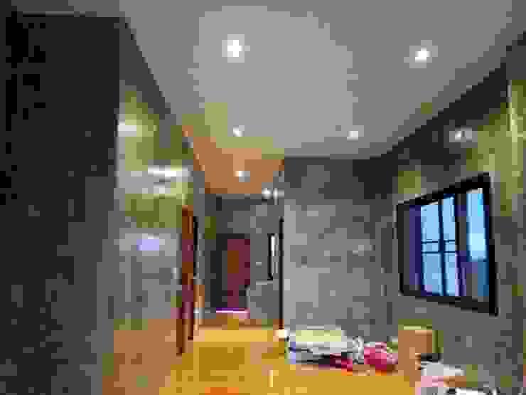 Casas unifamiliares de estilo  por ช่างณีมิตรรับซ่อมบ้านออกแบบต่อเติมรับเหมาก่อสร้าง, Moderno Granito