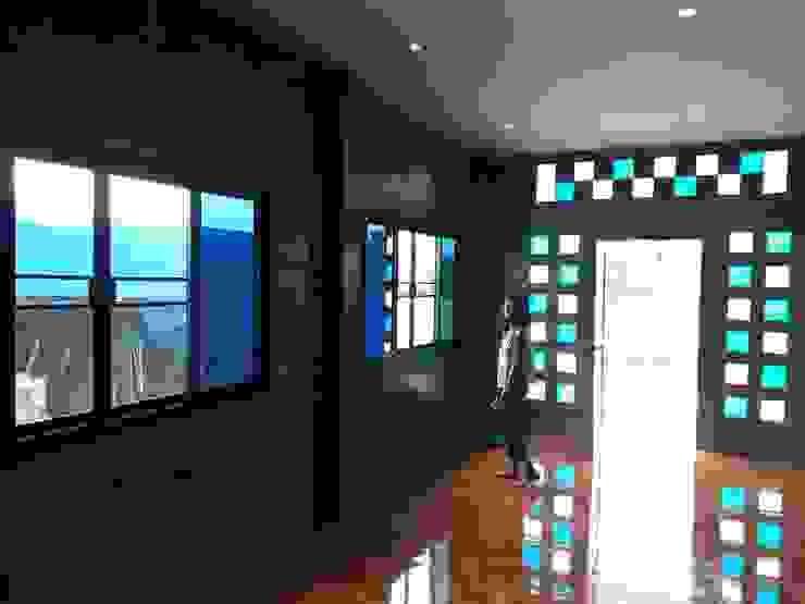 Casas unifamiliares de estilo  por ช่างณีมิตรรับซ่อมบ้านออกแบบต่อเติมรับเหมาก่อสร้าง, Moderno Azulejos