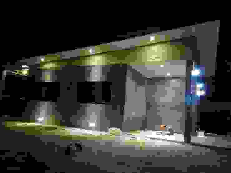 Tường & sàn phong cách hiện đại bởi ช่างณีมิตรรับซ่อมบ้านออกแบบต่อเติมรับเหมาก่อสร้าง Hiện đại Bê tông