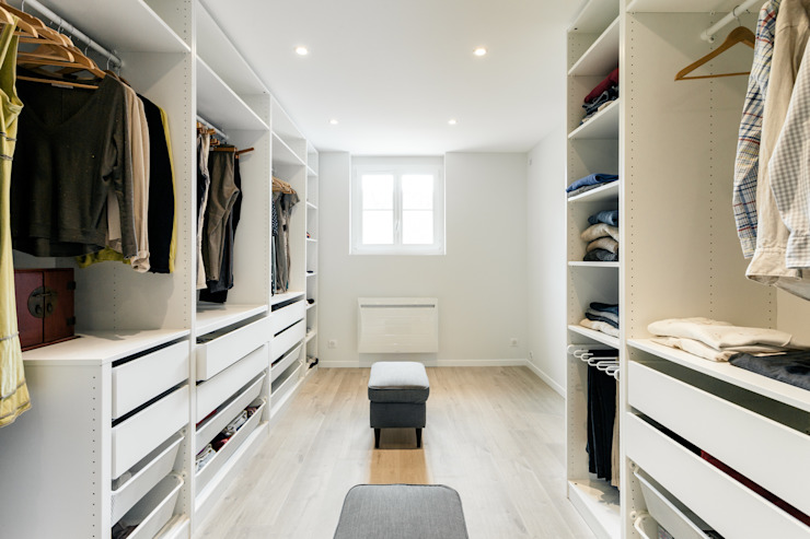 Modern dressing room by MadaM Architecture Modern