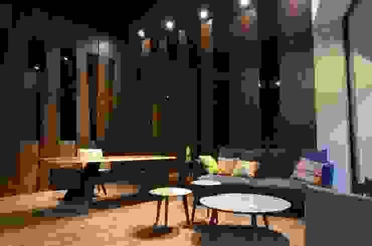 德森家具: 現代  by 德森傢俱設計, 現代風 布織品 Amber/Gold