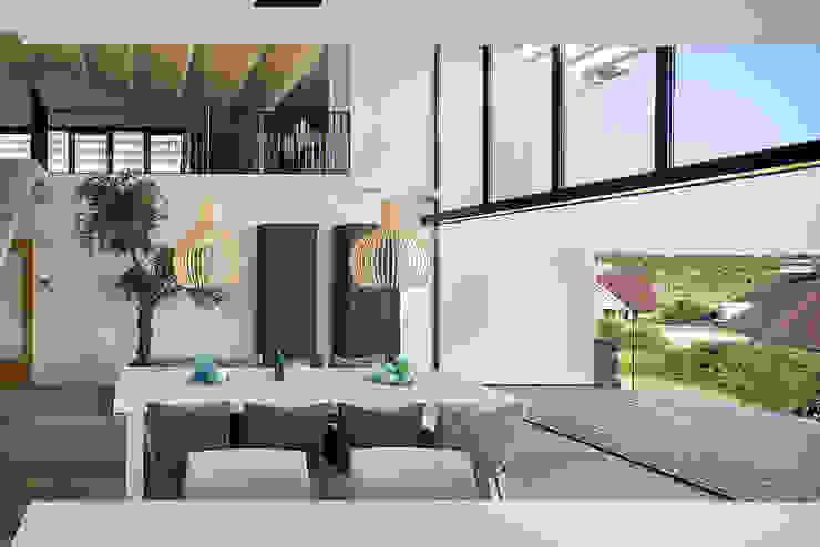 Luxe villa in de duinen Mediterrane eetkamers van BNLA architecten Mediterraan