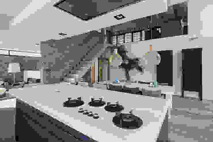 Luxe villa in de duinen Mediterrane keukens van BNLA architecten Mediterraan