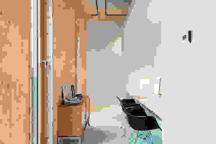 Strak, modern en duurzaam interieur met karakter Moderne studeerkamer van BNLA architecten Modern