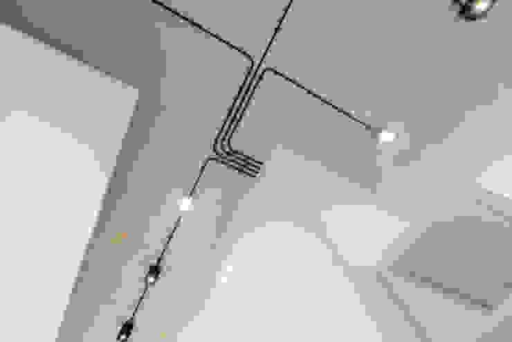 Strak, modern en duurzaam interieur met karakter Moderne gangen, hallen & trappenhuizen van BNLA architecten Modern