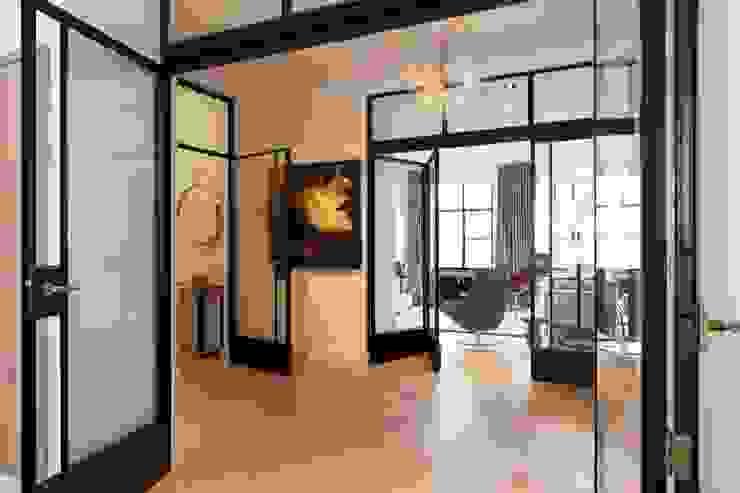 Verbouwing monumentaal stadsappartement Amsterdam Moderne gangen, hallen & trappenhuizen van BNLA architecten Modern