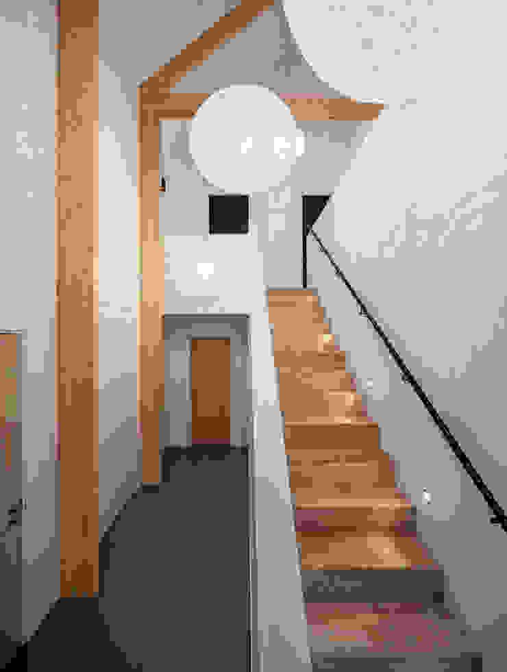 BNLA architecten 現代風玄關、走廊與階梯