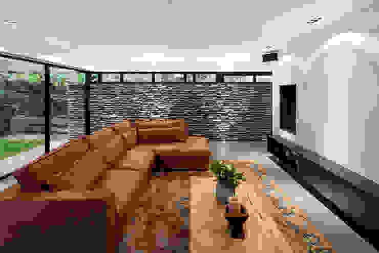 Гостиная в стиле модерн от BNLA architecten Модерн