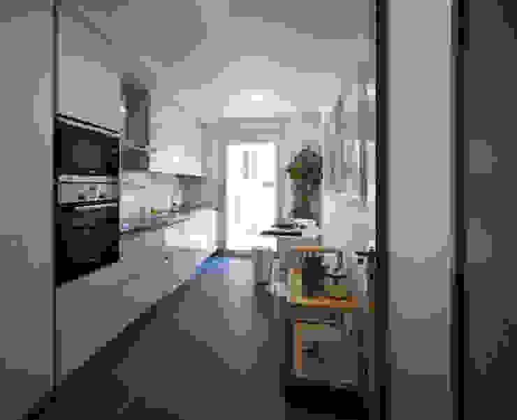 Modern Kitchen by Tralhão Design Center Modern