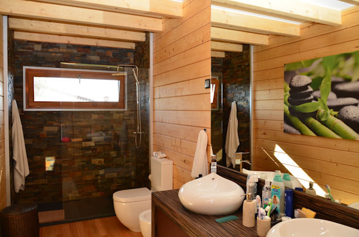 Bathroom by Rusticasa, Tropical Solid Wood Multicolored