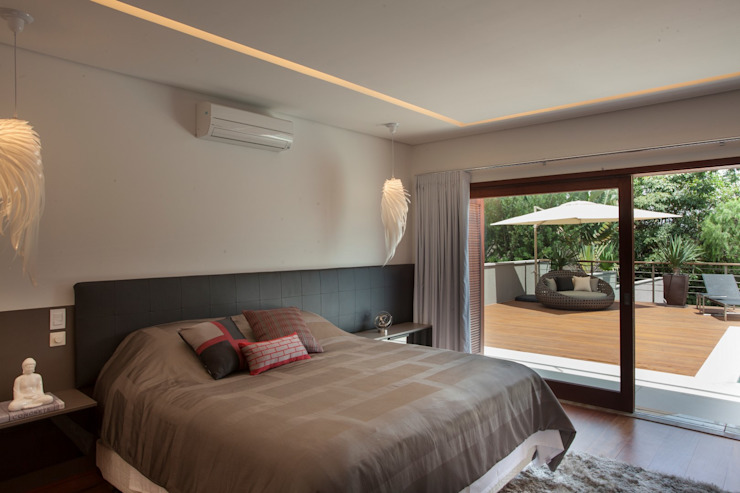 Minimalist bedroom by Duducirvidiu Arquitetura Minimalist