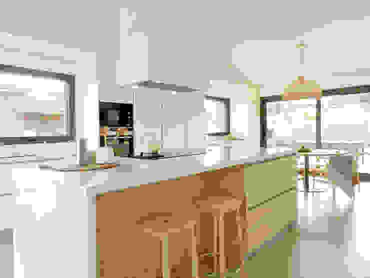 Nhà bếp phong cách Bắc Âu bởi Claudina Relat, arquitectura Bắc Âu