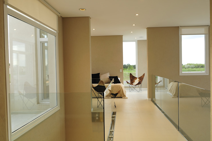 Ingresso, Corridoio & Scale in stile moderno di Estudio Gore Moderno